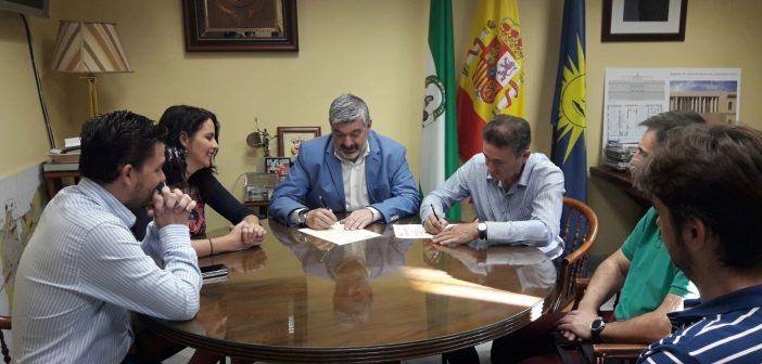 Firma adenda convenio Ayuntamiento Ecija Aemmce curso CNC